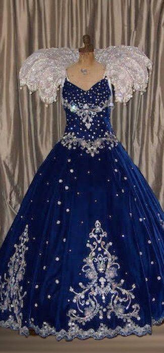 Queen Gown Velvet 2 700